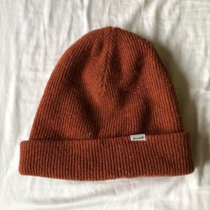 Madewell Cuffed Beanie in Rust